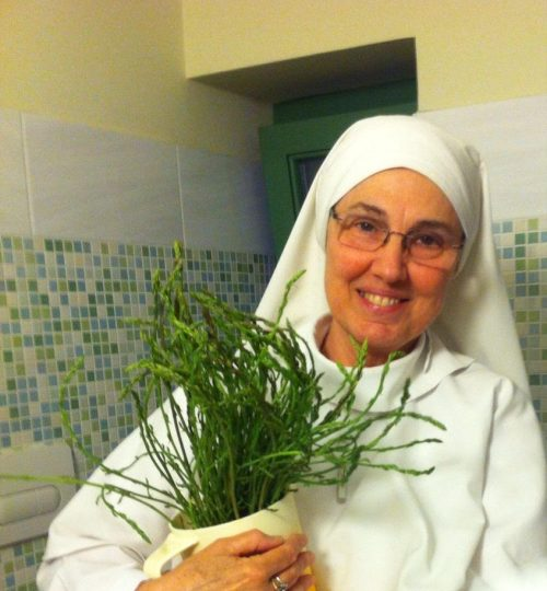 Mother Marianela con Espárragos